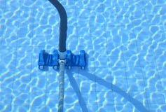Herramienta de la limpieza de la piscina fotos de archivo libres de regalías