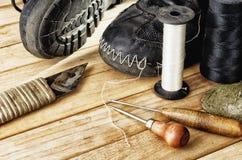 Herramienta para la reparación de los zapatos y los zapatos Fotografía de archivo libre de regalías