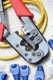 Herramienta que prensa con el cable de la red Fotografía de archivo libre de regalías