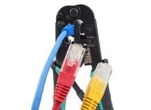 Herramienta que prensa con un cable de la red aislado Fotografía de archivo