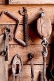Herramientas antiguas de la mano   imagenes de archivo