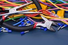 Herramientas, componente y cables eléctricos Fotos de archivo