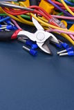 Herramientas, componente y cables eléctricos Fotos de archivo libres de regalías