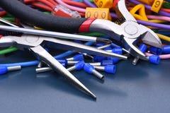 Herramientas, componente y cables eléctricos Foto de archivo