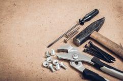 Herramientas comunes, un martillo, un destornillador, una llave, una llave Fotografía de archivo libre de regalías
