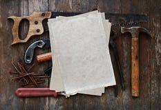 Herramientas con el papel viejo Fotografía de archivo libre de regalías