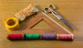 Herramientas de costura viejas Imagenes de archivo