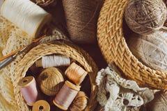 Herramientas de costura y que hacen punto Imagen de archivo libre de regalías