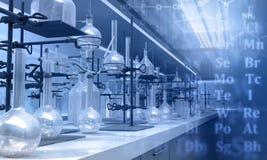 Herramientas de cristal en un laboratorio Foto de archivo libre de regalías