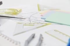 Herramientas de dibujo con el compás y la calculadora Fotos de archivo