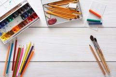 Herramientas de dibujo, inmóviles, lugar de trabajo del artista Fotografía de archivo libre de regalías
