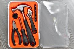 Herramientas de funcionamiento en una caja Fotos de archivo libres de regalías