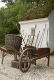 Herramientas de jardín por la vertiente Fotografía de archivo