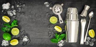 Herramientas de la barra Cal del mojito de los ingredientes, hojas de menta, hielo Fotografía de archivo libre de regalías