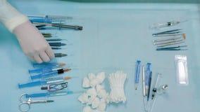 Herramientas de la cirugía de la oftalmología dentro de la intervención almacen de video