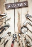 Herramientas de la cocina en el escritorio de madera Imagen de archivo libre de regalías