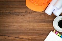 Herramientas de la construcción en fondo de madera y de la copia del espacio Fotografía de archivo libre de regalías