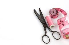 Herramientas de la costura y de corte Imágenes de archivo libres de regalías