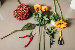 Herramientas de la creación del florista fotos de archivo