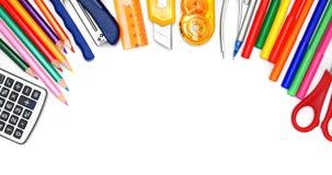 Herramientas de la escuela en el fondo blanco. Imágenes de archivo libres de regalías