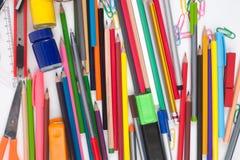 Herramientas de la escuela o de la oficina en el fondo blanco Imagen de archivo libre de regalías