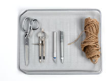 Herramientas de la oficina en bandeja de entrada Imagenes de archivo