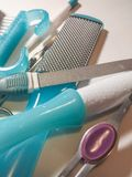Herramientas de la pedicura del cuidado de la belleza, productos, en un backgr blanco imagenes de archivo