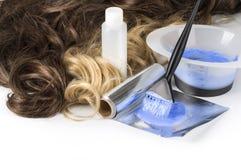 Herramientas de la peluquería en blanco Imagen de archivo libre de regalías