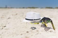 Herramientas de la puesta del sol y del entretenimiento del verano, mar de la playa, composición, sistema imagen de archivo libre de regalías
