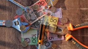 Herramientas de los trabajadores y dólares australianos fotografía de archivo