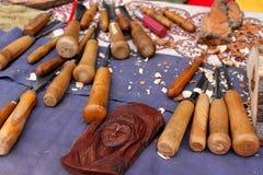 Herramientas de madera para la escultura Fotos de archivo libres de regalías