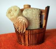 Herramientas del baño con la toalla Foto de archivo libre de regalías