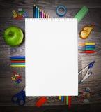 Herramientas del cuaderno y de la escuela. Imágenes de archivo libres de regalías