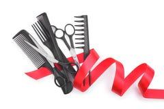 Herramientas del peluquero con la cinta del regalo Fotos de archivo