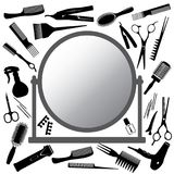 Herramientas del peluquero y del espejo Imágenes de archivo libres de regalías