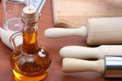 Herramientas del aceite vegetal y de la cocina imágenes de archivo libres de regalías