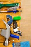 Herramientas e instrumentos en correa de cuero Fotografía de archivo libre de regalías