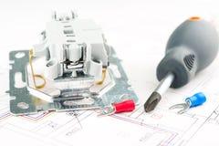 Herramientas eléctricas en el fondo blanco Fotos de archivo