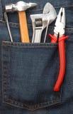 Herramientas en bolsillo de los pantalones vaqueros Fotografía de archivo libre de regalías