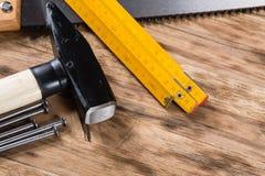 Herramientas en el vector de madera Imagen de archivo