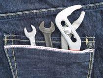 Herramientas en un bolsillo de la mezclilla Fotos de archivo libres de regalías