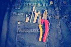 Herramientas en un bolsillo de los trabajadores Fotos de archivo