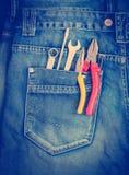 Herramientas en un bolsillo de los trabajadores Fotos de archivo libres de regalías