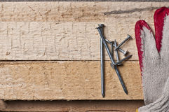Herramientas en una madera cruda Imagenes de archivo