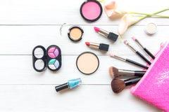 Herramientas fondo de los cosméticos del maquillaje y cosméticos de la belleza, Fotos de archivo