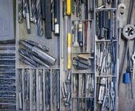 Herramientas industriales en un cajón Fotos de archivo libres de regalías