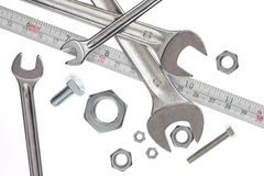 Herramientas, llaves inglesas y cinta de medición Foto de archivo
