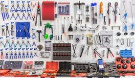 Herramientas mecánicas para el servicio y la reparación autos del coche Imagen de archivo