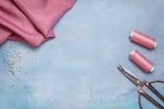 Herramientas para coser la visión superior Fotos de archivo libres de regalías