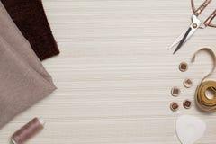 Herramientas para coser la visión superior Imágenes de archivo libres de regalías